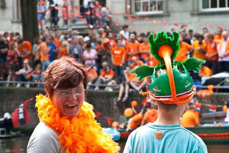 El honrar de las personas de fútbol holandesas imágenes de archivo libres de regalías