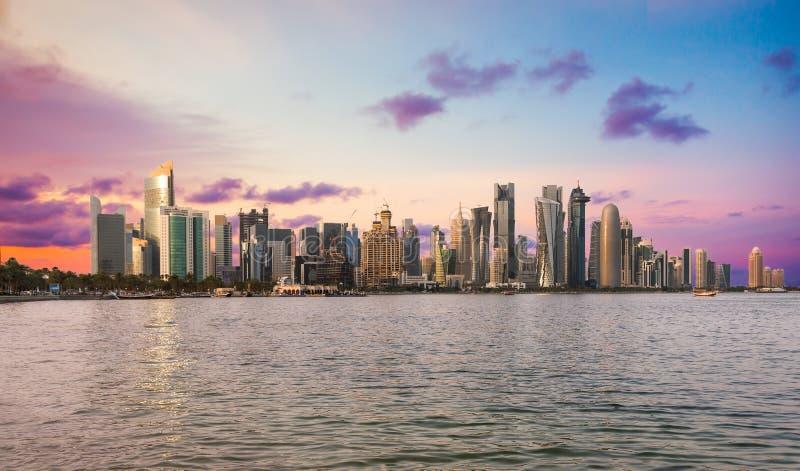 El horizonte de Doha céntrico imagen de archivo