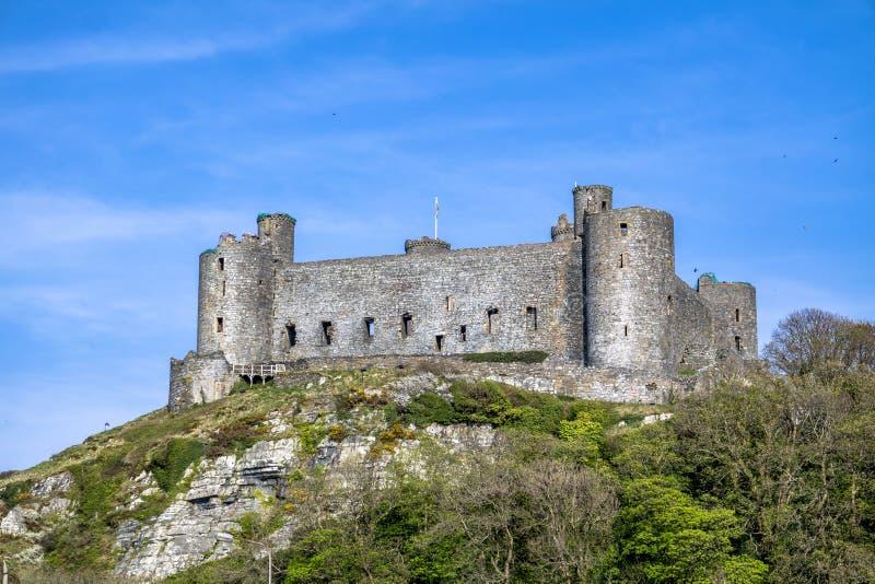 El horizonte de Harlech con él castillo del siglo XII del ` s, País de Gales, Reino Unido fotografía de archivo libre de regalías