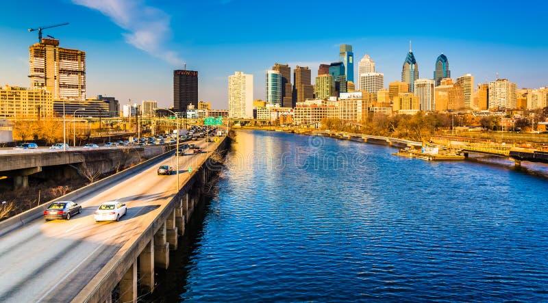 El horizonte de la autopista y de Philadelphia de Schuylkill visto de fotos de archivo libres de regalías