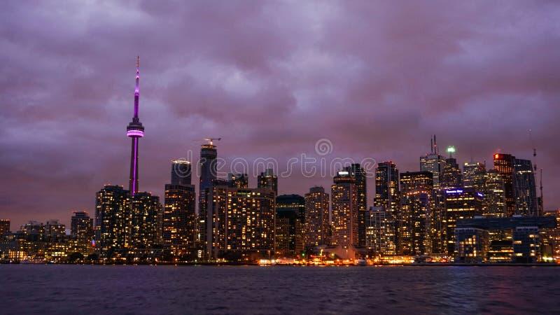 El horizonte de Toronto en la noche foto de archivo libre de regalías
