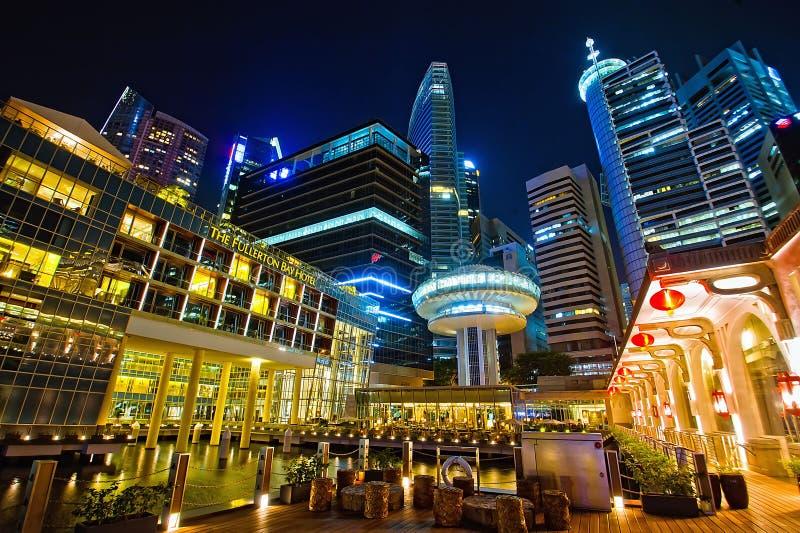 El hotel de la bahía de Fullerton en la bahía del puerto deportivo de Singapur fotografía de archivo