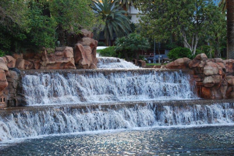 El hotel y el casino, agua, agua del espejismo de superficie, recursos hídricos, característica del agua imagenes de archivo