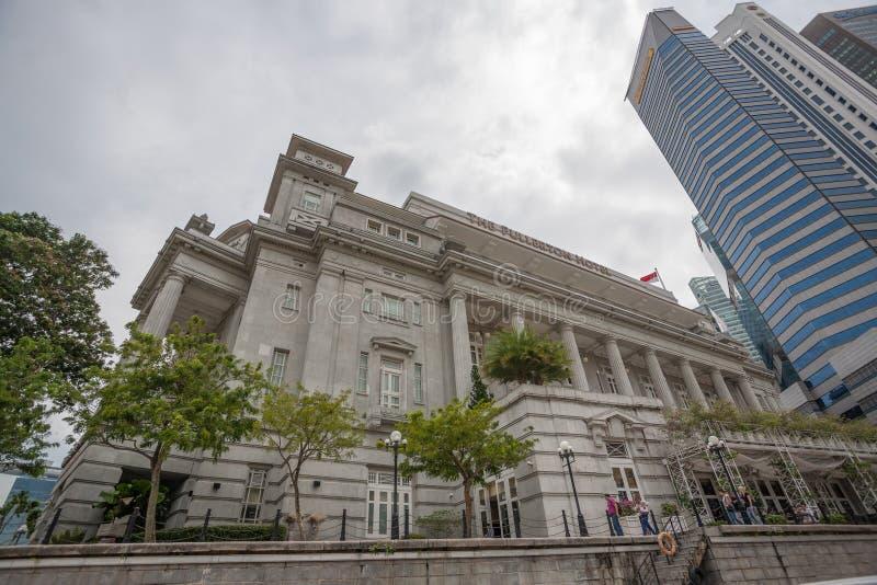El hotel y el Maybank de Fullerton en Singapur imagenes de archivo