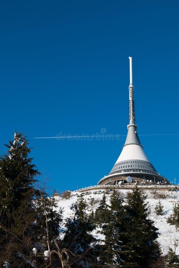 El hotel y el transmisor bromearon en invierno, Liberec fotos de archivo libres de regalías