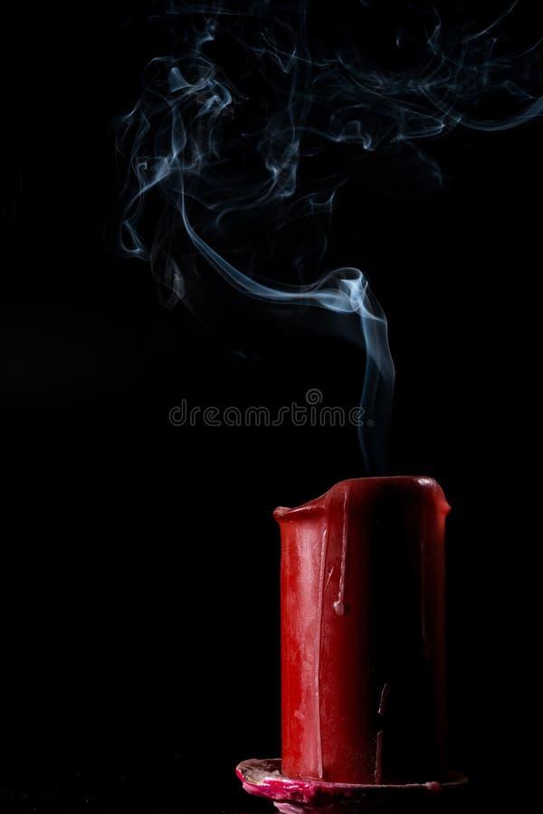El humo sube imagen de archivo