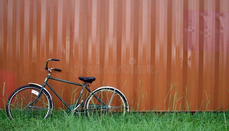 El inclinarse de la bici imagenes de archivo