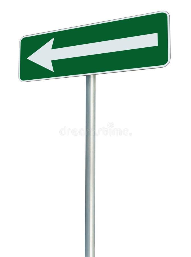 El indicador izquierdo de la vuelta de la señal de dirección de la ruta de tráfico solamente, pone verde la perspectiva aislada d imagenes de archivo