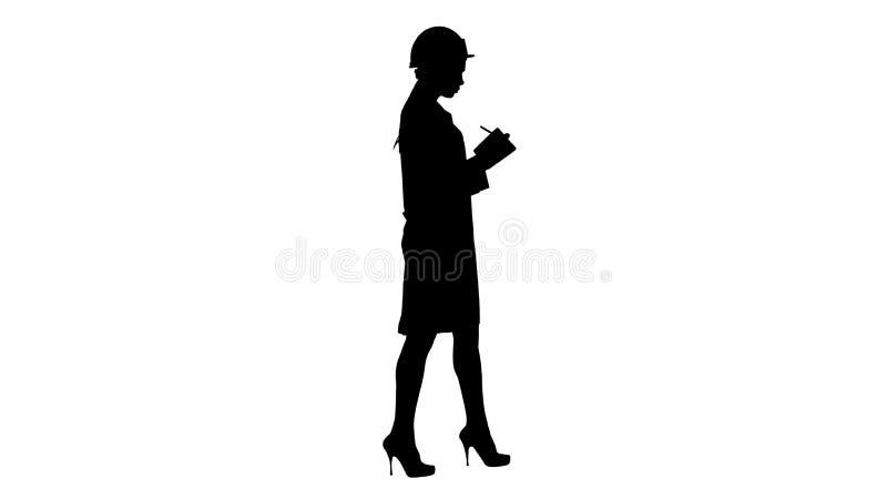 El ingeniero de la mujer de la silueta con el casco es pluma que se sostiene y lista de control que ponen algo abajo mientras que ilustración del vector