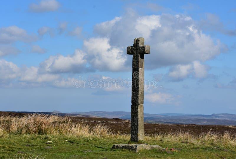 El inglés amarra con un marcador cruzado de piedra a Rafael joven imagen de archivo libre de regalías