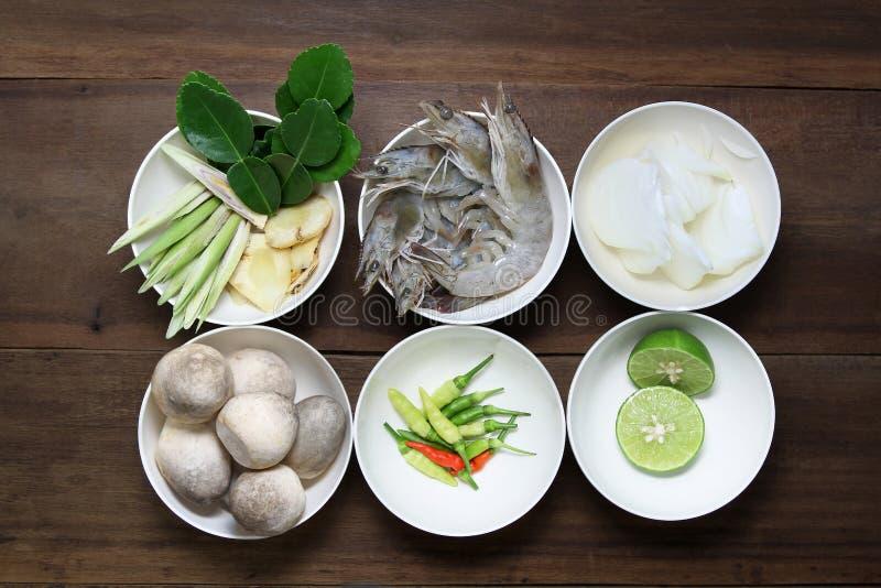 El ingrediente del kung de tom yum, prepara la comida, comida tailandesa, cocina foto de archivo