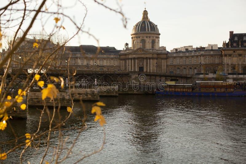 El Instituto de Francia en París imagenes de archivo
