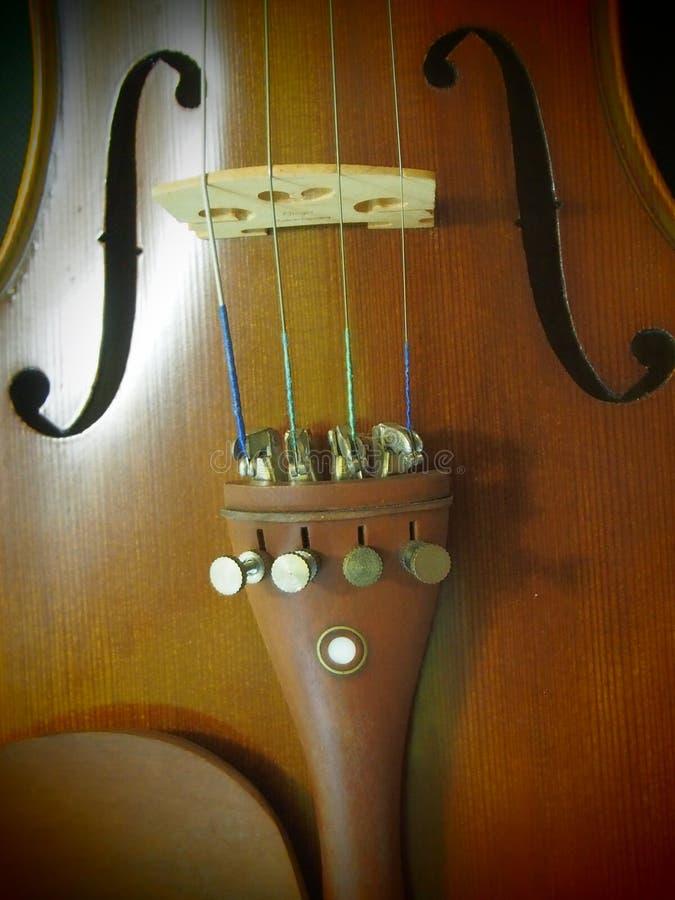 El instrumento de música inspira melodía y la secuencia del agujero de sonidos del violín del violín 4/4 del concierto retro foto de archivo libre de regalías