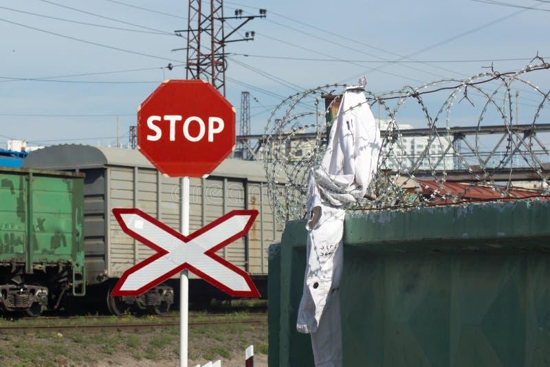 Download El Intentar Conseguir En Territorio Prohibido Tenga Cuidado Foto de archivo - Imagen de consiguiente, línea: 100528488