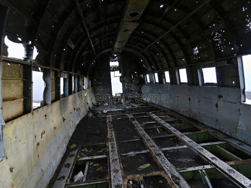 El interior de DC-3 estrelló el avión imagenes de archivo