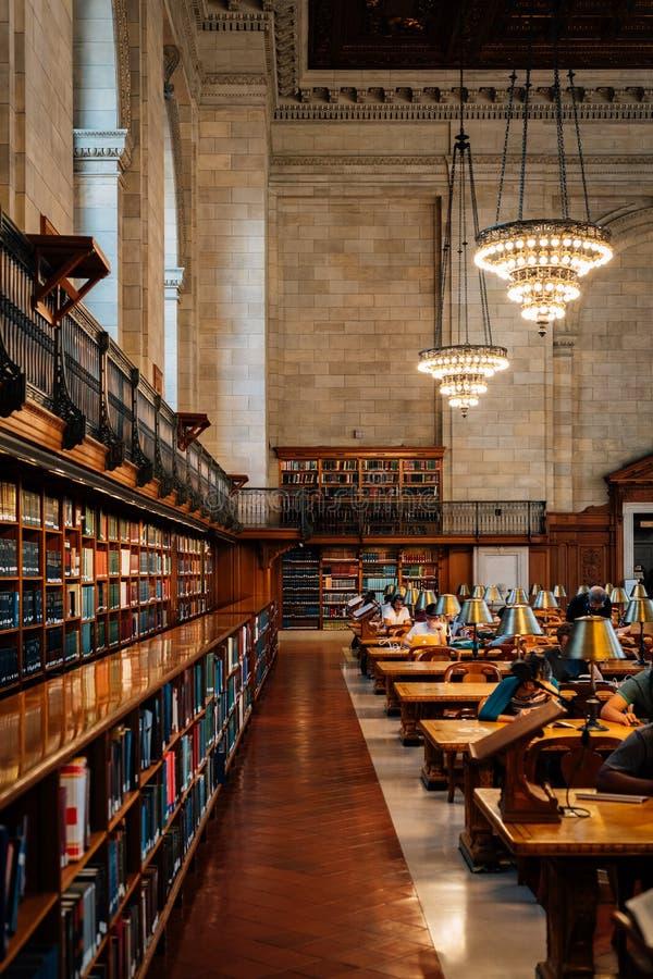 El interior de la biblioteca p?blica de Nueva York, en Manhattan, New York City fotos de archivo