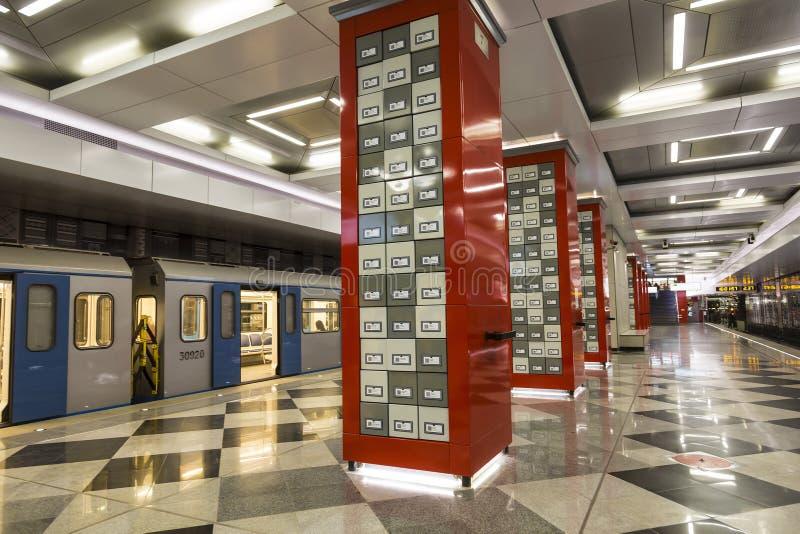 El interior de la estación 'Rasskazovka ', pasillo estilizado de la biblioteca pública con los cabinetes de archivo, metro de Mos imágenes de archivo libres de regalías