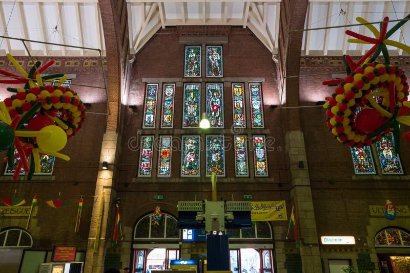 El interior de la estación del tren principal del edificio fotografía de archivo libre de regalías