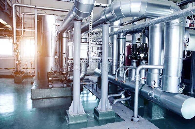 El interior de un cuarto de caldera industrial moderno de gas Tuberías, imagenes de archivo