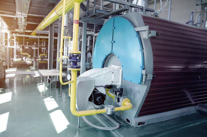 El interior de un cuarto de caldera industrial moderno de gas Tuberías, fotografía de archivo libre de regalías