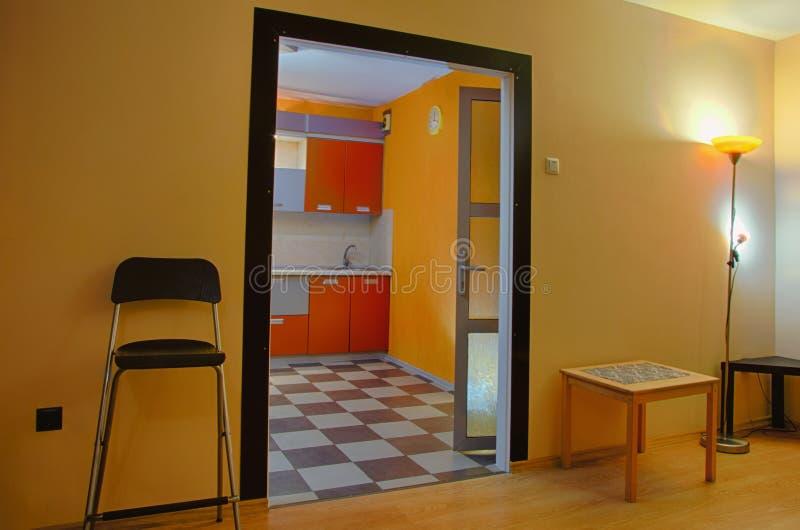 El interior del apartamento en la luz de igualación imágenes de archivo libres de regalías