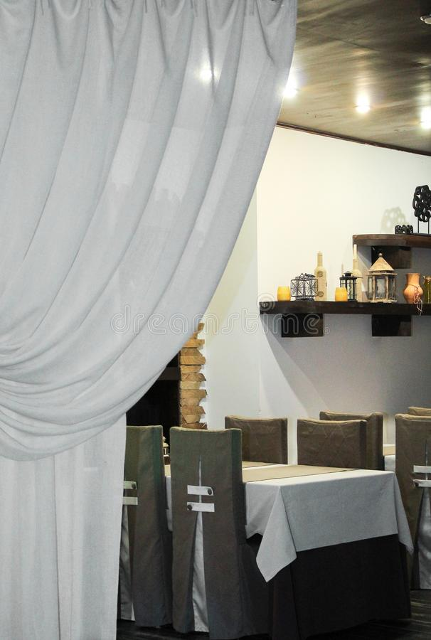 El interior del café está listo para la llegada de visitantes fotos de archivo libres de regalías