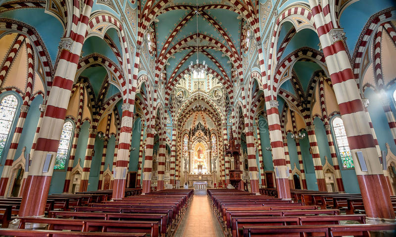 El interior del EL Carmen de la iglesia en Bogotá, Colombia imagenes de archivo