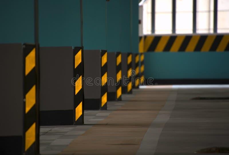 El interior del estacionamiento imagen de archivo