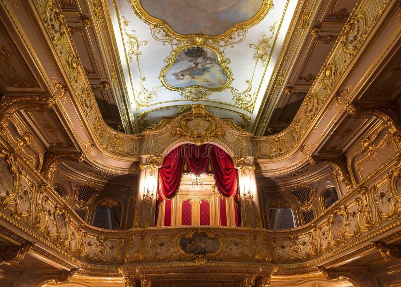 El interior del teatro casero en el palacio de Yusupov en el terraplén del río Moika, St Petersburg, fotografía de archivo