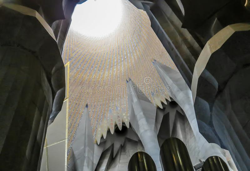 El interior del templo expiatorio de la familia santa Barcelona fotografía de archivo
