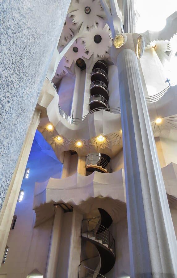 El interior del templo expiatorio de la familia santa Barcelona foto de archivo libre de regalías