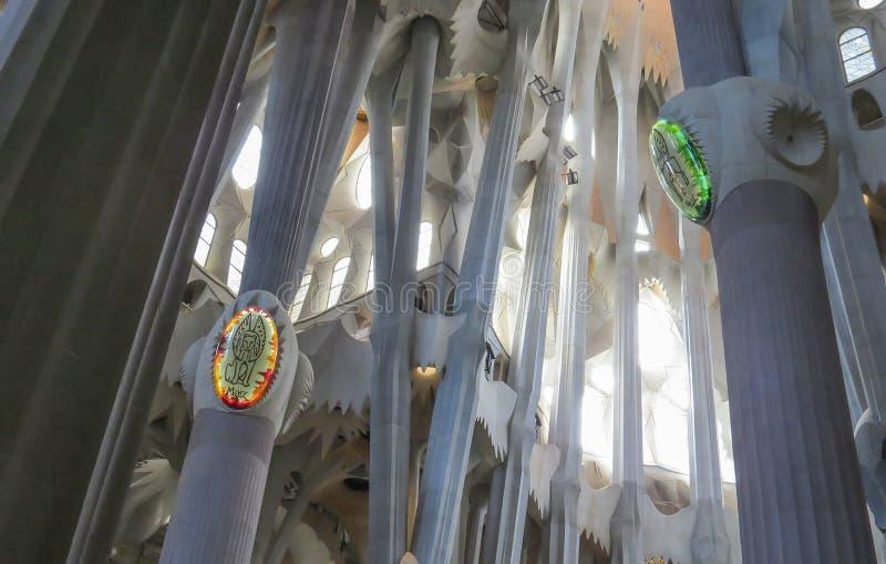 El interior del templo expiatorio de la familia santa Barcelona imagen de archivo libre de regalías