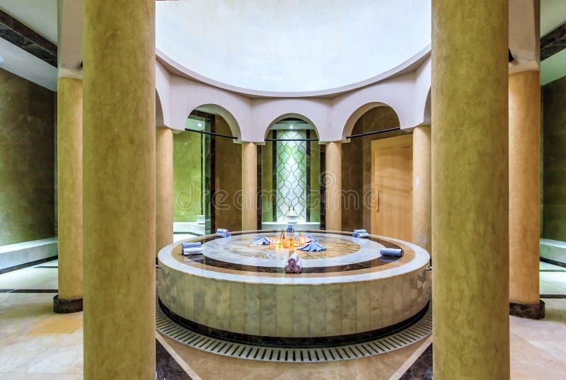 El interior turco del hamam del balneario del alma con el ajuste oriental auténtico cómodo da vuelta a pasatiempo ordinario en ex imagen de archivo