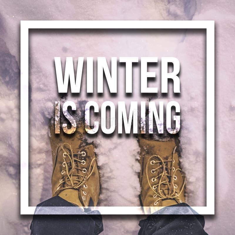 El invierno es concepto del texto que viene sobre el backgound nevoso f de la escena de la naturaleza fotografía de archivo libre de regalías