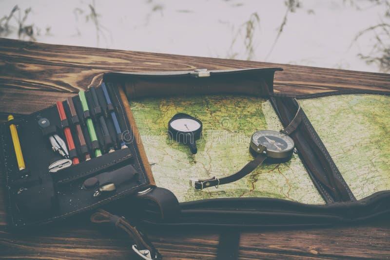 El invierno está nevando Vector de madera Hay un compás y un odómetro está entonando fotografía de archivo libre de regalías