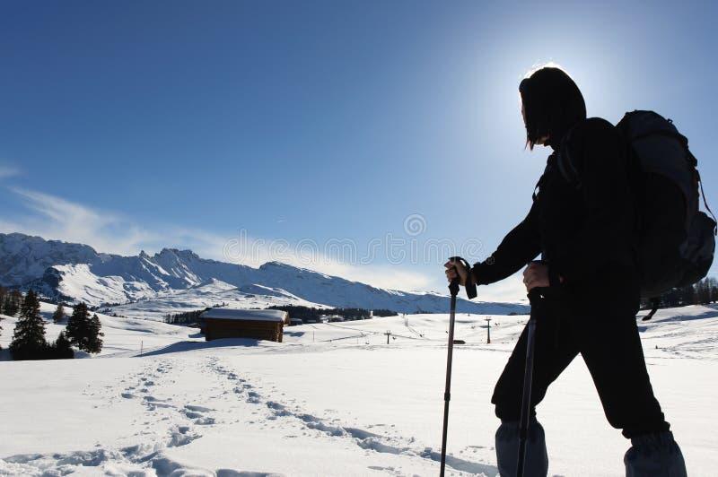 El ir de excursión en la nieve fotos de archivo