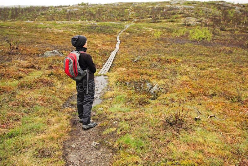 El ir de excursión en Laponia imagenes de archivo