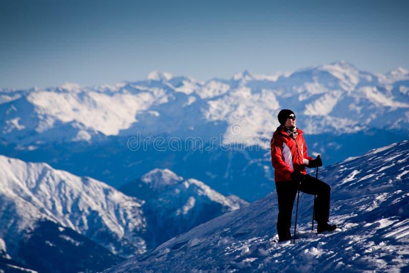 El ir de excursión en las montan@as imagen de archivo