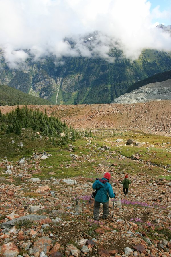 El ir de excursión hacia la moraine Ridge imágenes de archivo libres de regalías