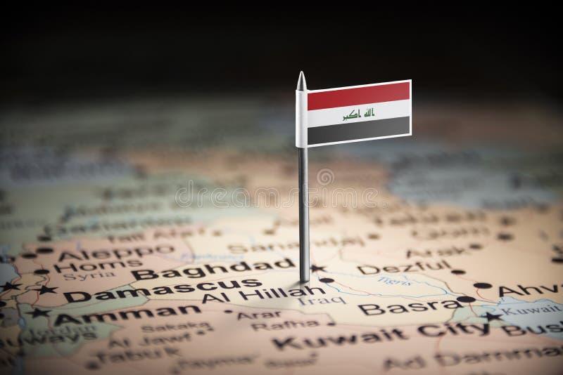 El iraquí marcó con una bandera en el mapa imagen de archivo libre de regalías