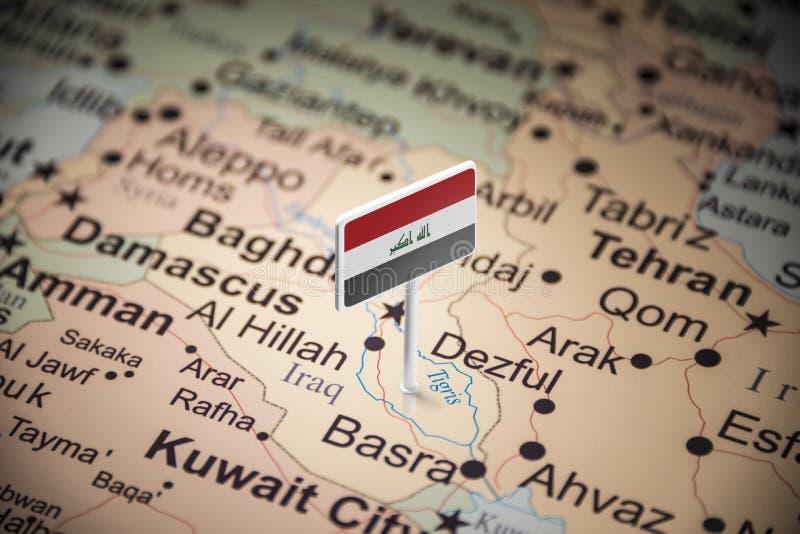 El iraquí marcó con una bandera en el mapa fotos de archivo