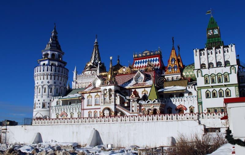El Izmaylovsky el Kremlin construyó en 1997 el complejo histórico y arquitectónico y cultural del entretenimiento fotografía de archivo libre de regalías