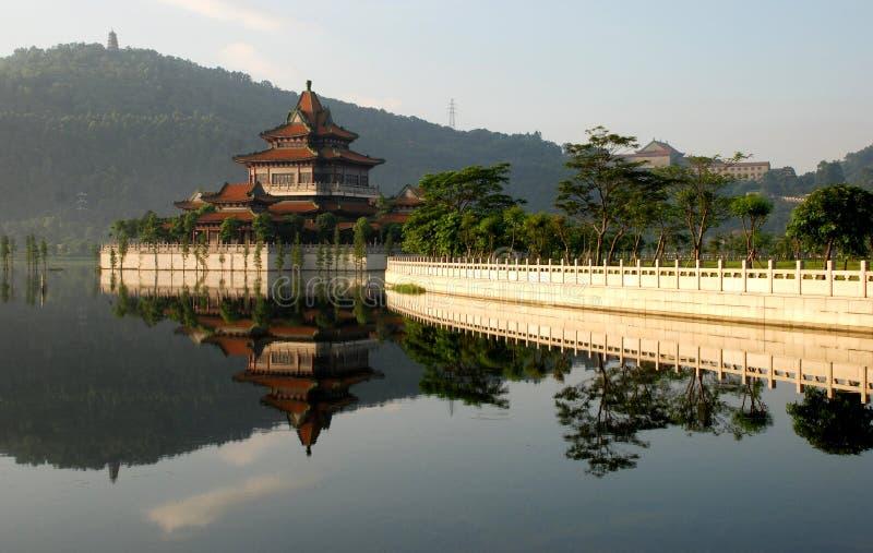 El jardín chino antiguo imagenes de archivo