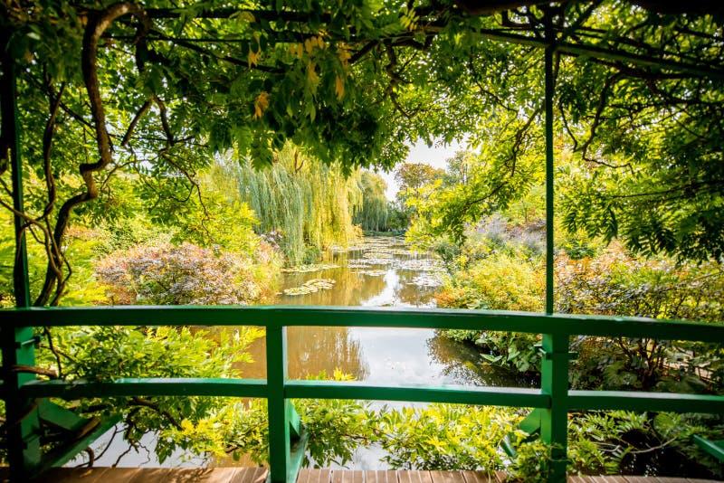 El jardín de Claud Monet en Giverny fotos de archivo