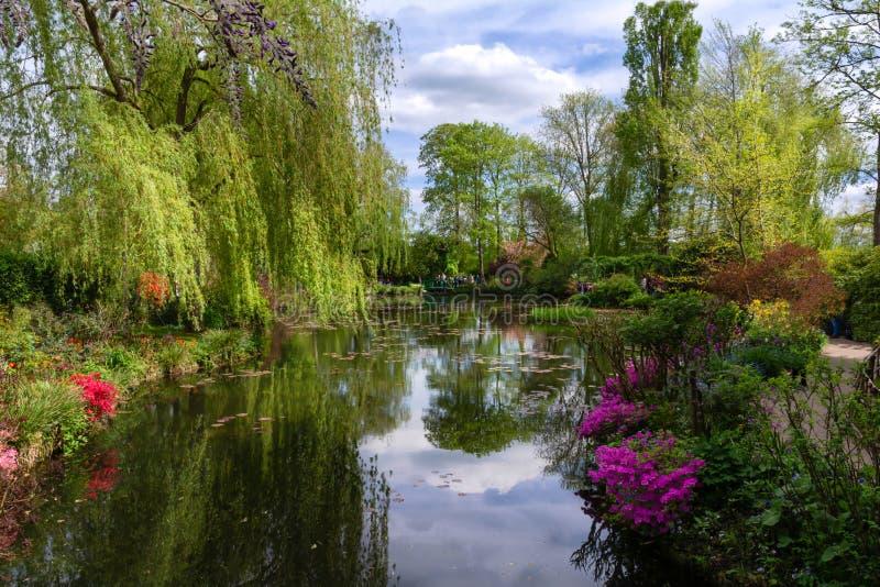 El jardín del agua de Claude Monet imagenes de archivo