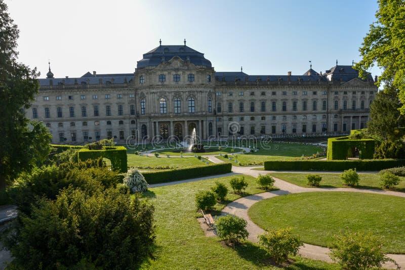 El jardín del patio en la residencia de Wurzburg en un día soleado imágenes de archivo libres de regalías