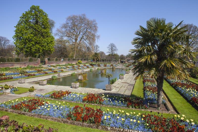 El jard n hundido en el palacio de kensington en londres for Jardines de kensington