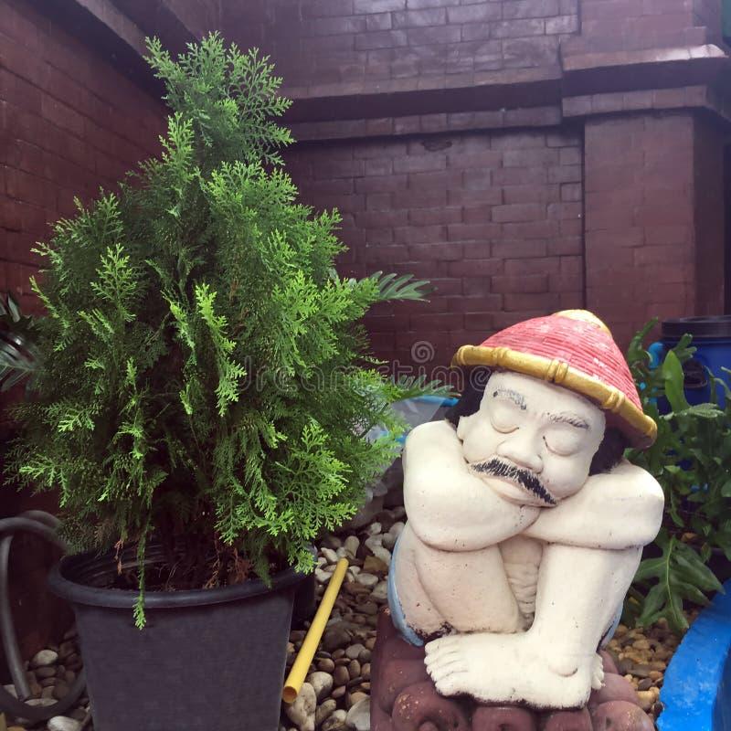 El jardinero durmiente fotos de archivo