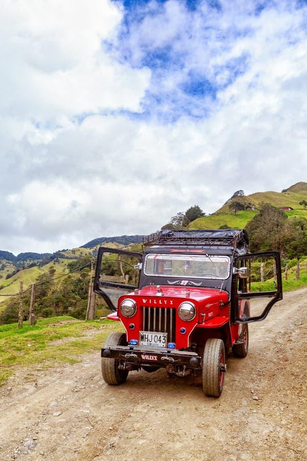 El jeep con las puertas se abre imagen de archivo libre de regalías