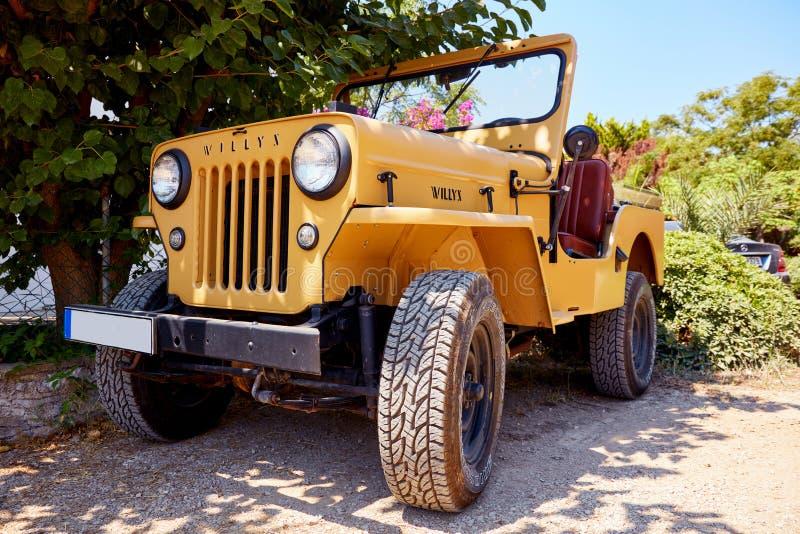El jeep de Willy parqueó en el camino fotografía de archivo libre de regalías